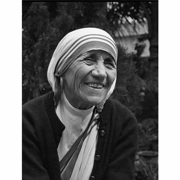 an introduction to the life of agnes gonxha bojaxhiu Introduction is the main idea an introduction to the life of mother theresa as agnes gonxha bojaxhiu from albanian parents.